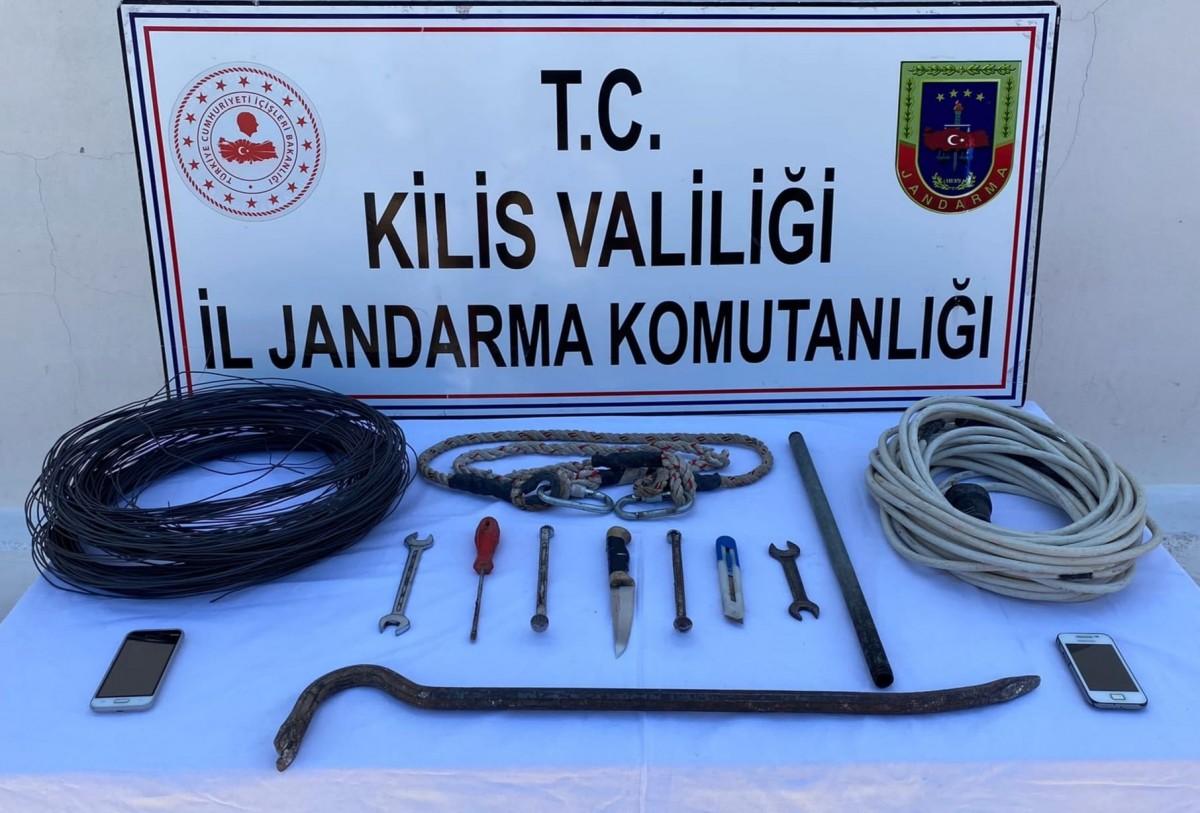 HIRSIZLAR JANDARMAYA TAKILDI